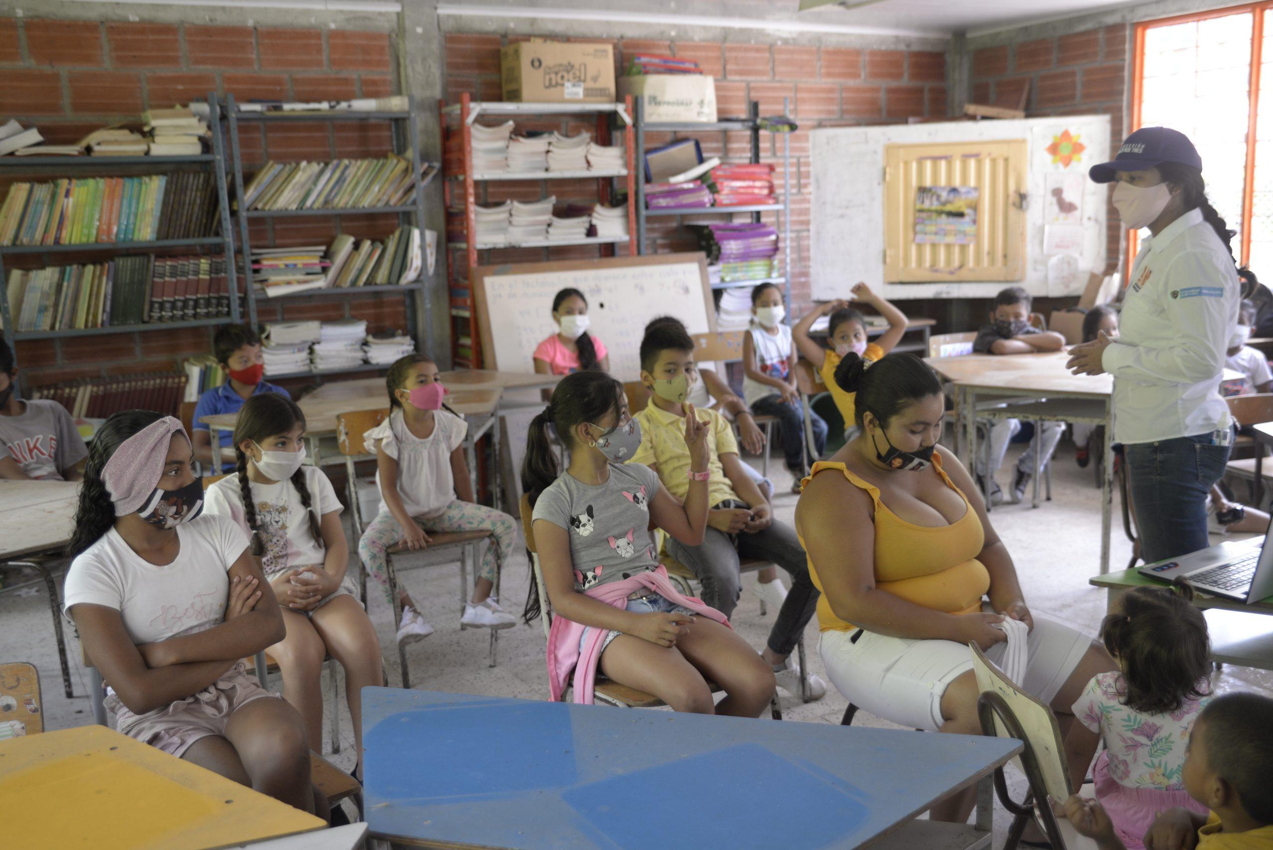 Capacitación, educación y concientización a la comunidad (3)